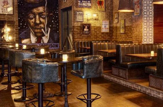 酒吧的装修风格?酒吧装修需要注意的问题都包括哪些?